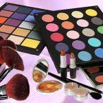 Productos para maquillarse los ojos y accesorios para difuminar la mirada