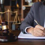 Trabajo que realizan abogados en derecho comercial