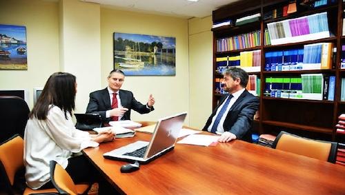 funciones abogados uruguay